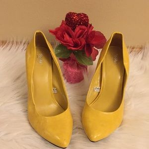 Mossimo Mustard Color Ladies Shoes Size 6